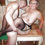 photo jeune qui baise une grand-mère