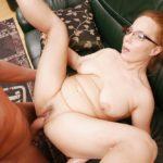 femme mature à lunettes baisée sans complexe