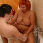sexe avec mamie sous la douche