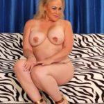 femme cougar ronde